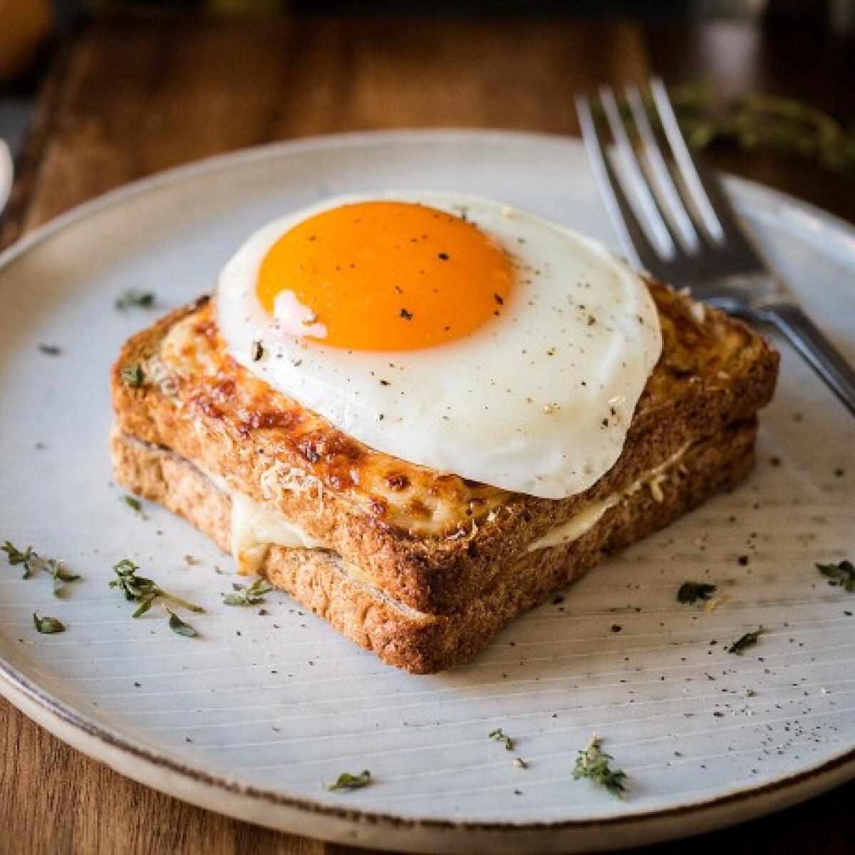 Egy okos tojástrükk, és mellé a legfinomabb melegszendvics
