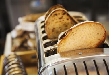 Így lehet kitisztítani a (legtöbb) kenyérpirítót egyszerűen