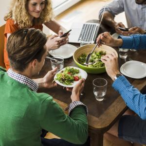 Ezért válogasd meg, hogy kivel eszel a munkahelyeden