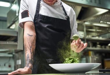 Séfek és látványos tetoválásaik: így festetnek szimbólumokat magukra a konyha ördögei