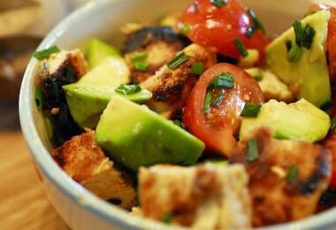 7 fehérjedús csirkés saláta a monoton hétköznapokra