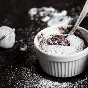 Azonnal kérjük! Egy perc alatt készül el a csokitól túlcsorduló, mikrós LÁVASÜTI