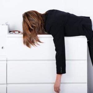 Állandóan fáradt vagy, és a hétvégi alvás sem elég már? Lehet, hogy ez a probléma áll a háttérben