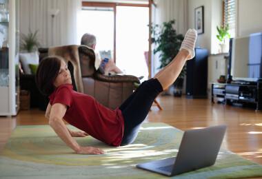 Ezeket a gyakorlatokat végezd, ha enyhíteni akarod a menopauza tüneteit