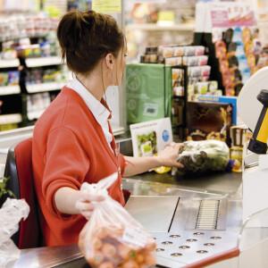 Szomorú dolog derült ki az Auchan, a Spar, a Penny és a Tesco alkalmazottjairól