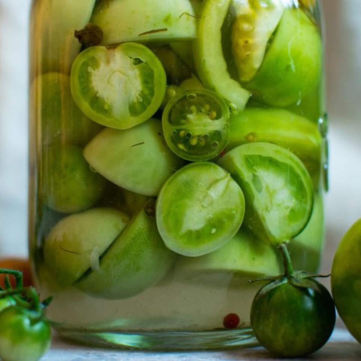 Mit csinálj, ha zöld maradt a paradicsomod? Tedd el mondjuk savanyúságnak!