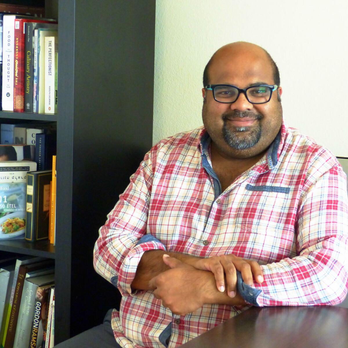 """""""Egy jó, fűszeresen elkészített marhapörkölt nagyon hasonlít az indiai marhacurryhez"""" - interjú Diwan Allen George, Budapesten élő pakisztáni séffel"""