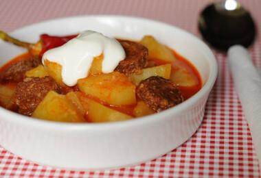 Mit főzzek ma? Pénteki retrózás: paradicsomleves, paprikás krumpli, kakaós csiga
