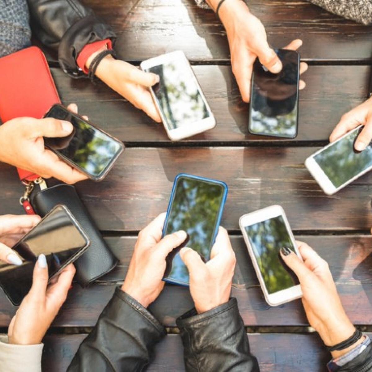 Így fogd vissza magad, ha túl sokat nyomkodod a telefonodat