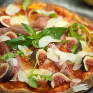 Így készül egy kis csavarral a MARADHAM, az isteni szardíniai pizza