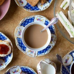 Te tudod, mi is pontosan az ötórai tea? Így lett a brit szofisztikáltság csimborasszója