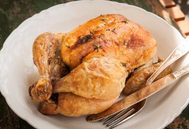 Így kötözd és süsd az egész csirkét, hogy rontásbiztos legyen