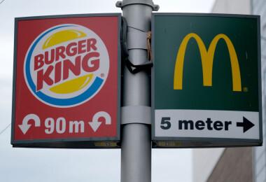 Kiderült, mennyi pénzt keresnek a Meki és a Burger King dolgozói