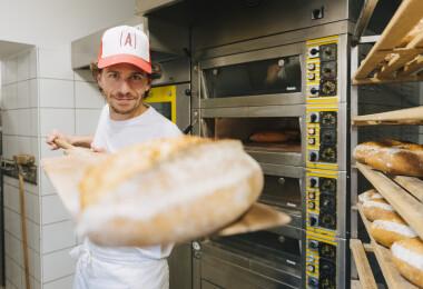 Vadkovászos kenyerek és ráérős reggelik a Káli-medencében – Török András és az Andriska Pékbisztró mesébe illő története