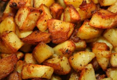 Így készül a legropogósabb külsejű, puha belsejű tepsis krumpli!
