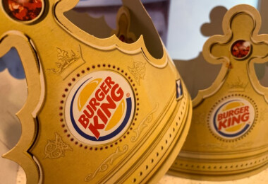 Őrült módon készteti a vendégeket távolságtartásra a Burger King