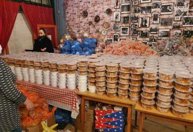 Bezárt az étterme, most bajbajutottaknak oszt ételt a magyar vendéglátós