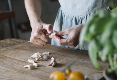 Ezzel a trükkel bármikor kéznél lesz a fokhagymád főzésnél