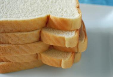 Szeletelt kenyér frissen tartása egyetlen trükkel