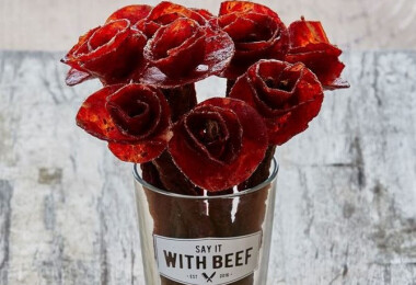 Nemsokára Valentin-nap: fejezd ki az érzelmeidet marhahúsos virágcsokorral!