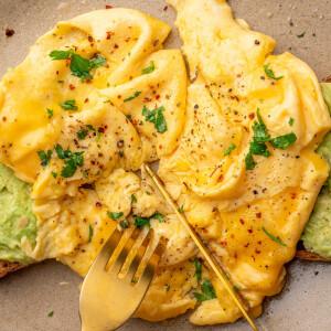 Mutatjuk a legújabb tojásos reggeli őrületet, amit te is tuti el fogsz készíteni!