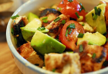 7 fantasztikus nyári saláta friss zöldfűszerekkel