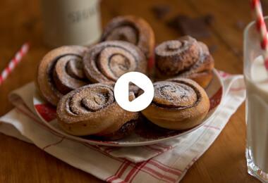 Trükkös kakaós csiga muffinformában