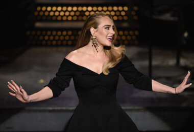 Végre normálisan is láthatjuk Adele-t elképesztő fogyása után, nem csak homályos képeken