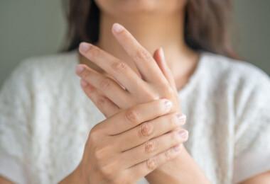 10 ok, amiért folyton - még a kánikulában is ! - hidegek az ujjaid