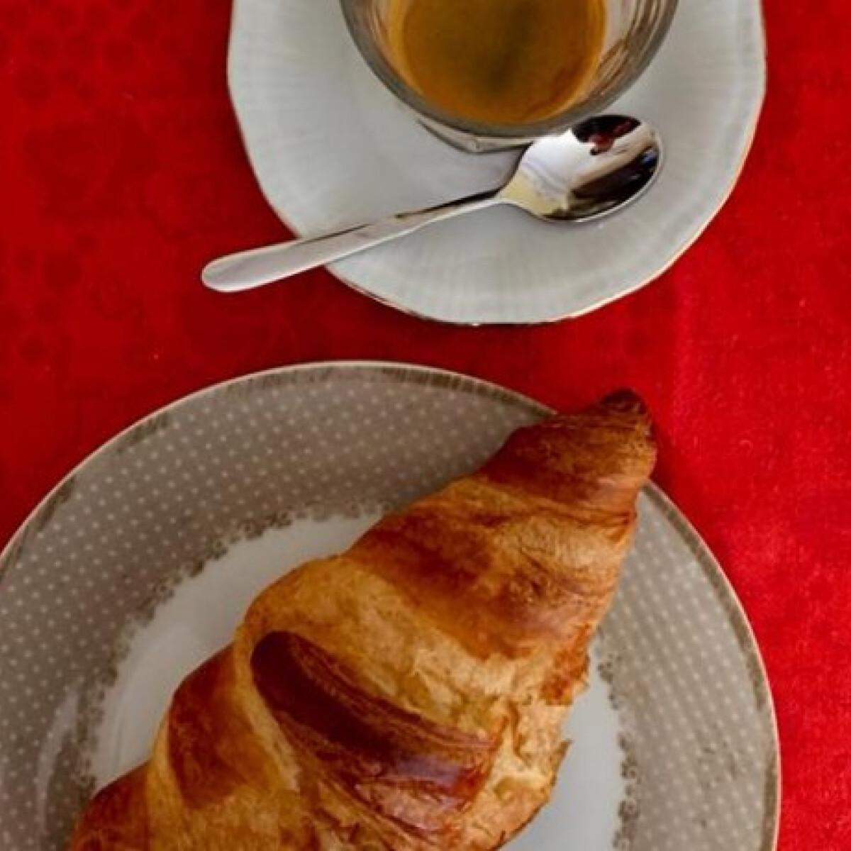 11 helyet teszteltünk, hogy megtudjuk, hol a legjobb a croissant és a kávé párosa