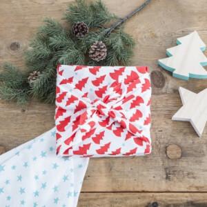 5 olcsó ötlet csomagolópapír helyett - így csomagold be az ajándékokat környezettudatosan