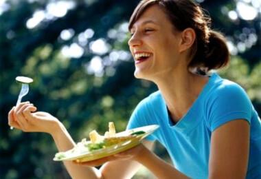 13 nő, aki annyira örül salátájának, hogy az felháborító