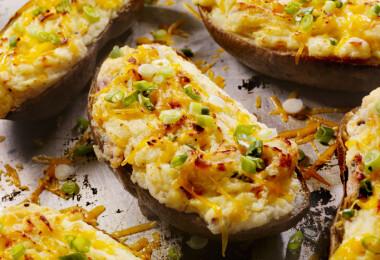 13 izgalmas feltét, amit a héjában sült krumplid tetejére pakolhatsz
