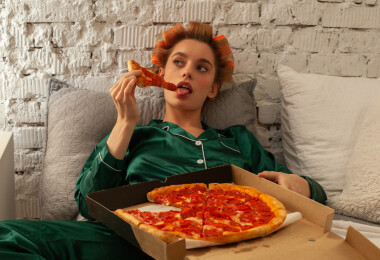 Ez történik a testeddel, ha közvetlen lefekvés előtt vacsorázol