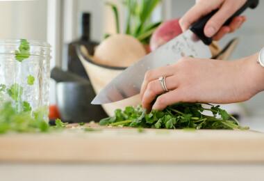 10 főzős trükk, amit séfektől tanulhatunk - érdemes ellesni őket!