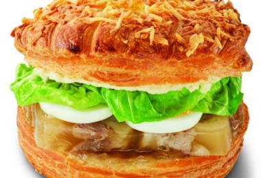 Kocsonyás és tojásos nokedlis szendvicseket alkotott a magyar Michelin-csillagos séf az autósoknak