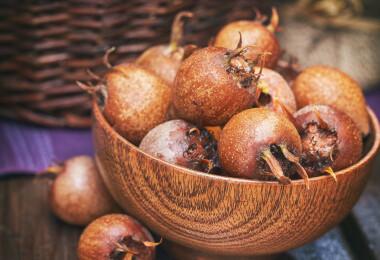 Naspolya, a bizarr gyümölcs: mire jó, és mi legyen belőle?