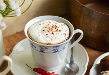 Kultúrfelvágott: Vianne forró csokoládéja, ami a legszigorúbb böjtölőket is kísértésbe ejti
