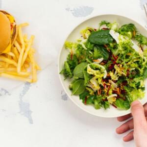 Fogyni szeretnél, de 1200 kalóriától éhen halsz? Mutatjuk, hány kcal-ra lenne szükséged
