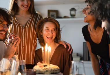 Torta, virág, bor - minden egy helyen, amire az ünnepléshez szükség lehet