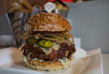 Gordon Ramsay új hamburgerezőjének áraitól kiakadtak az internetezők