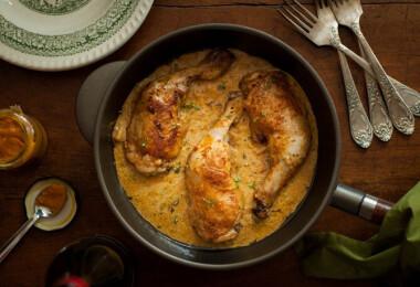 11 mutatós, csirkecombból készült fogás, amiben 600 kalória van