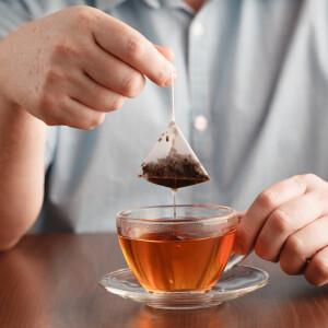 7+1 háztartási trükk, ahol a használt teafiltered csodát művelhet