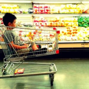 Kutyagumi is lehet a bevásárlókocsidon, amibe élelmiszert pakolsz...és nem is gondolnád, mitől