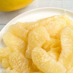 Megmutatjuk, miért jó gyümölcs a POMELO, és azt is, hogyan kell megpucolni!
