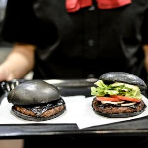 Ilyen hamburgereket itthon TUTI nem látsz! - Ezeket árulják a világ Burger Kingjeiben