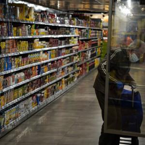 Megszületett a döntés: újra bevezetik az idősek vásárlási sávját