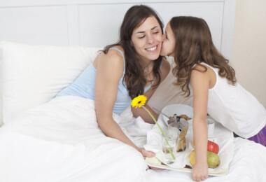 Anyukák mondják el, mit kérnek a gyerekeiktől anyák napjára valójában