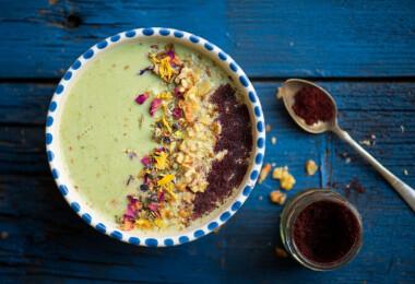 Mit főzzek ma? Frissítő joghurtos leves, könnyed tortilla és epres pohárkrém keddre