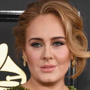 Újabb lájkvadász fotót posztolt magáról Adele – ezúttal bikiniben feszít